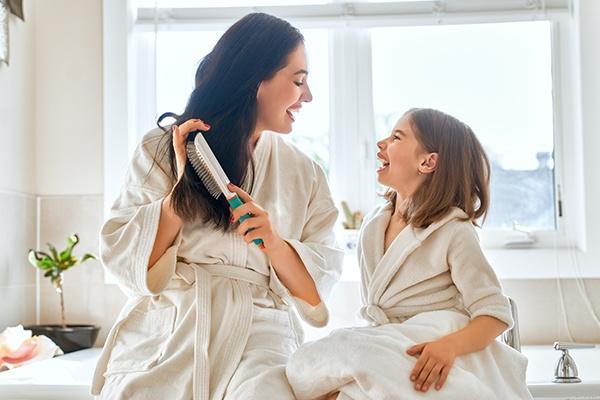 Jak zahamować wypadanie włosów? Co zrobić by nasze włosy rosły zdrowe, długie i piękne?