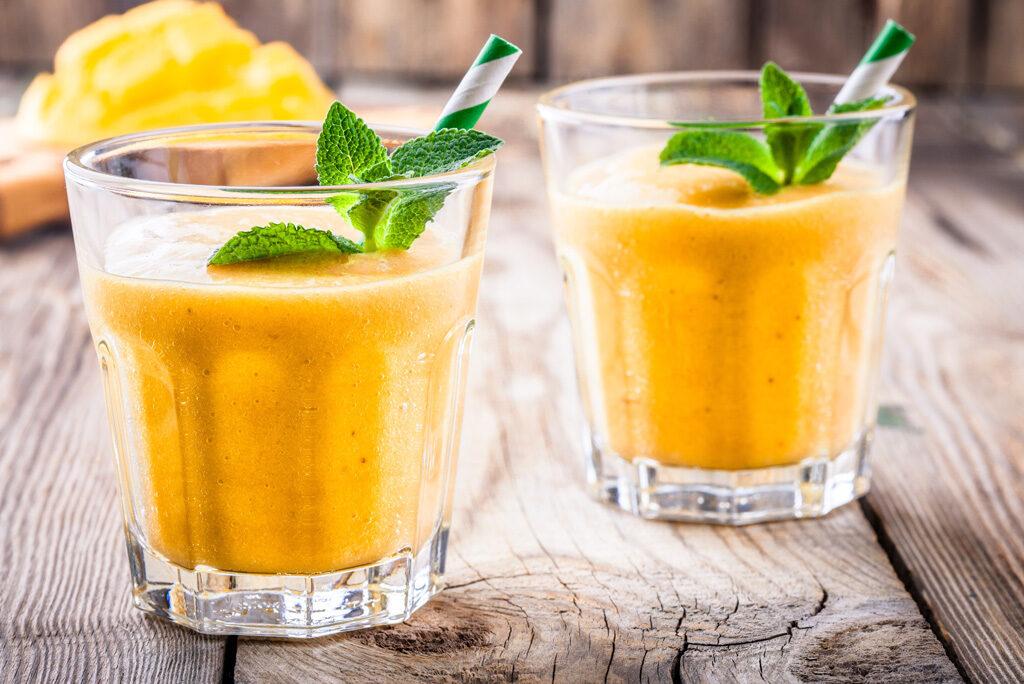 Jak skomponować smoothie? Wypróbuj dwie nasze propozycje – bombowa dawka witamin!