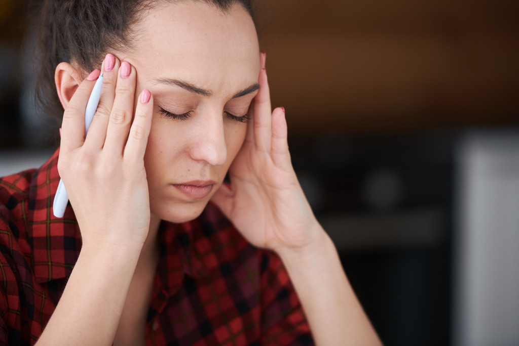 Jakie są konsekwencje niedoboru czy nadmiaru progesteronu i jak sobie z tym radzić?