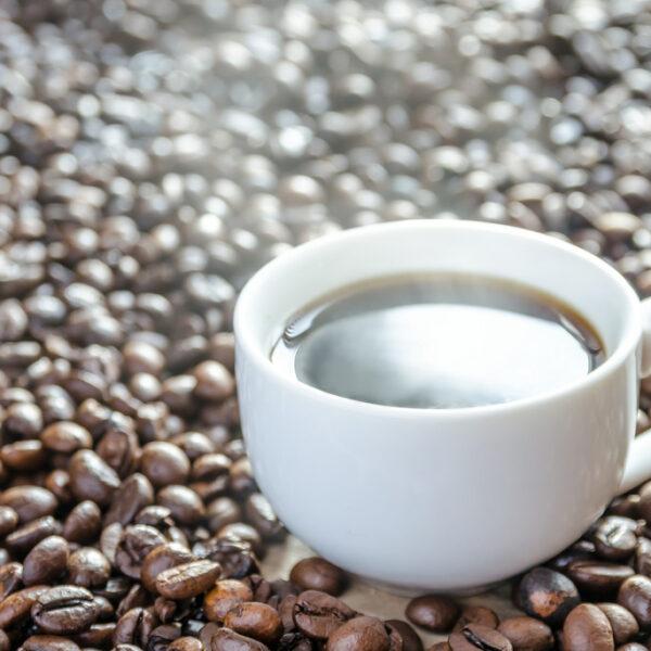 Lubisz pić kawę? Poznaj jej naturalne zamienniki